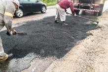 Prefeitura recupera pavimento de vias em diversas áreas da cidade