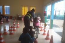 Projeto de trânsito ensina mobilidade a crianças nas escolas