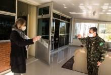 Paula saúda novo comandante da 8ª Brigada de Infantaria Motorizada