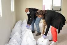 Prefeitura entrega alimentos a famílias do Residencial Roraima