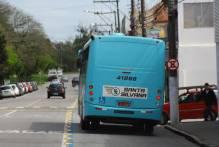Motoristas não devem estacionar no corredor de ônibus da Duque