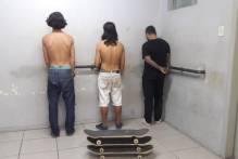 Guarda prende jovens por depredarem bancos do Calçadão