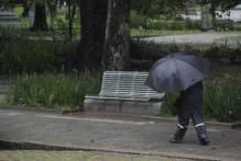 Chuva causa transtornos e deixa equipes em alerta