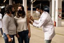 Imunização contra Covid-19 beneficia mais 2,1 mil pessoas neste sábado