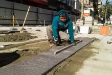 Começa a colocação do piso definitivo no Calçadão