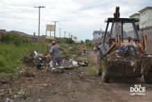 Ssui remove lixão entre rua Direitos Humanos e Juscelino