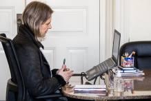 Prefeita realiza reunião online com o secretariado