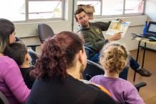 Programa aposta nos livros para fortalecer vínculos familiares