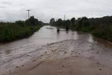 Prefeitura mobiliza-se para drenar alagamento da estrada da Z3