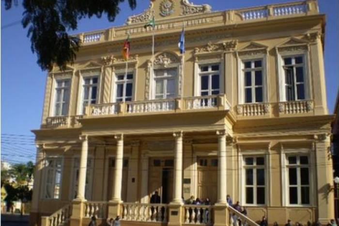 Publicado decreto que determina fechamento de atividades não essenciais