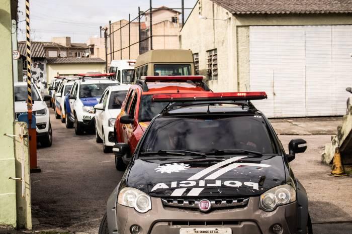 Forças de segurança coíbem aglomerações no fim de semana