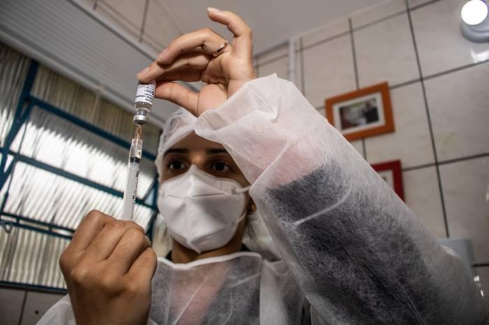 Vacinados com Pfizer terão segunda dose antecipada em Pelotas