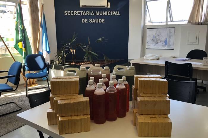 Produtos feitos a partir do óleo saturado são entregues à SMS e Santa Casa