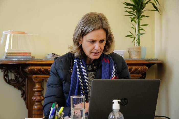 Paula realiza reunião com secretariado por videoconferência