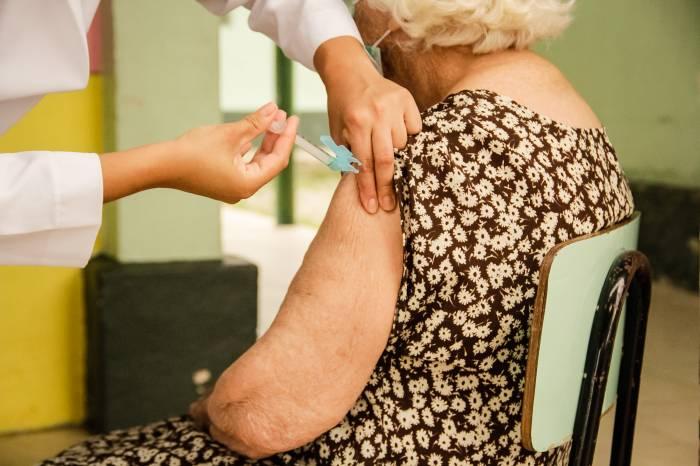 Pelotas ultrapassa 21,6 mil doses de vacinas aplicadas
