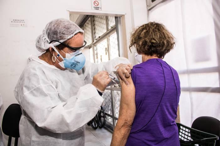 Idosos são maioria na retomada da vacinação contra a gripe