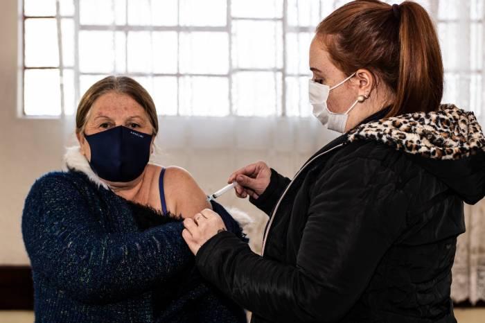 Mais de 1.550 pessoas com a 2ª dose da vacina atrasada completam imunização