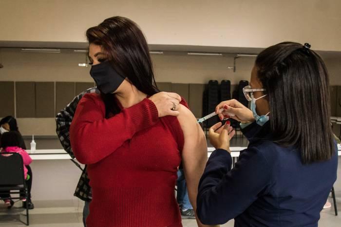 Público com 34 anos ou mais começa a ser vacinado na quinta-feira
