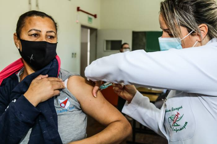 Vacina chega para profissionais da Educação do Ensino Superior