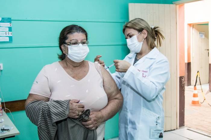 Idosos de 71 anos ou mais completam imunização