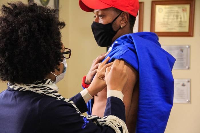 Imunização contra a Covid-19 começa para mais 1.460 pessoas