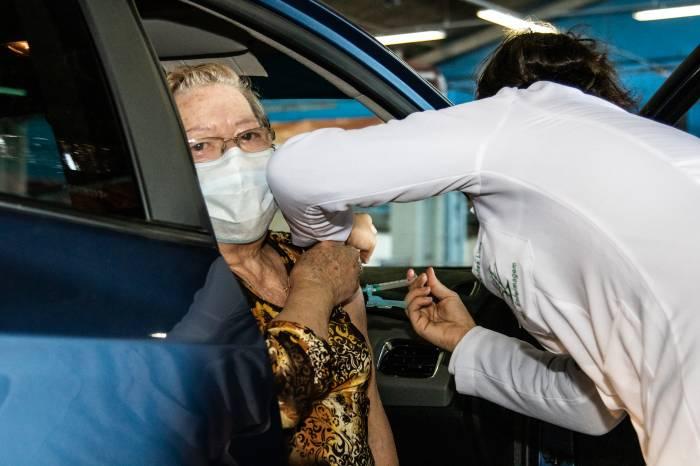 Prefeitura completa a imunização de mais de 1,7 mil idosos
