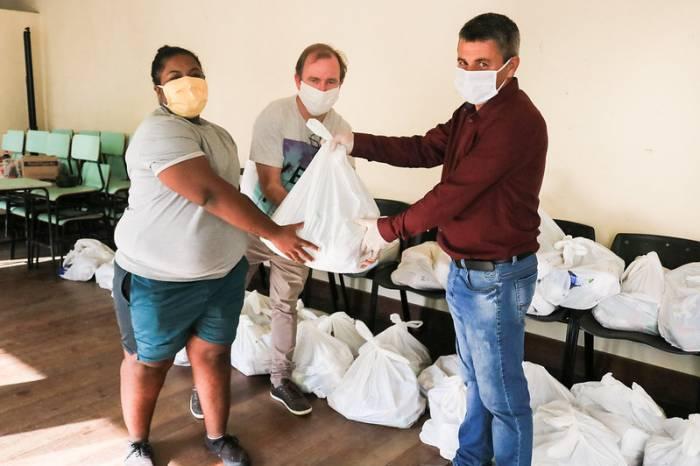Prefeitura encaminha 50 cestas básicas para doação à comunidade vulnerável LGBTI+