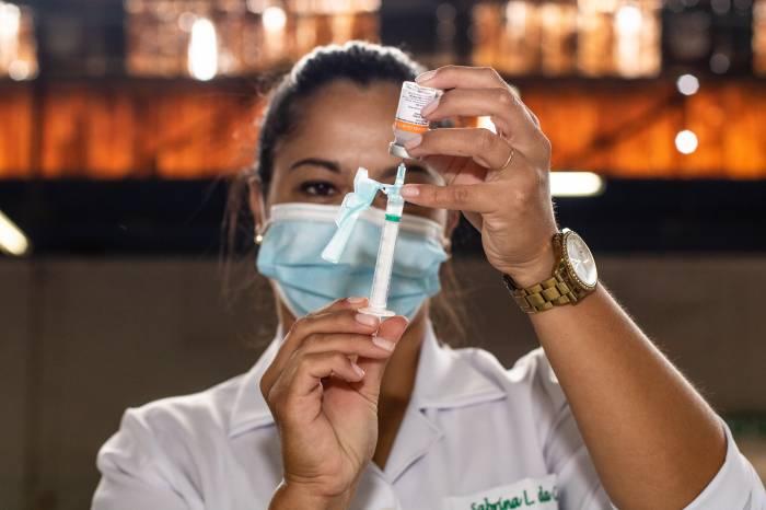 Vacinação para profissionais da saúde é suspensa