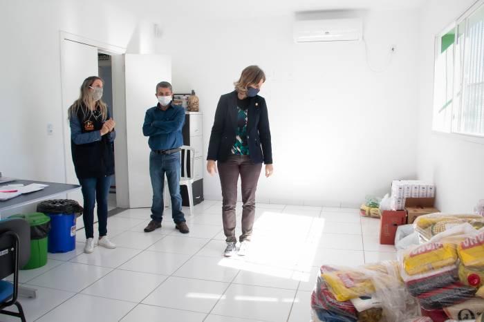 Paula acompanha ação de assistência social no Cras Três Vendas