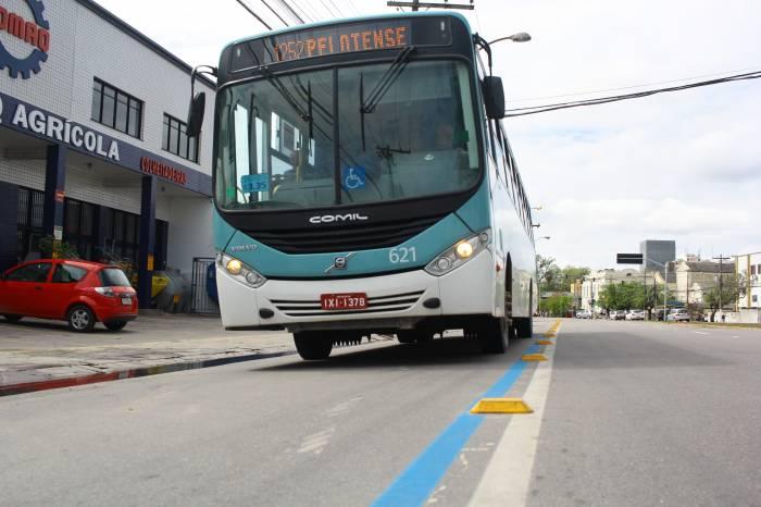 Ônibus vão circular sem exceder a capacidade de passageiros sentados