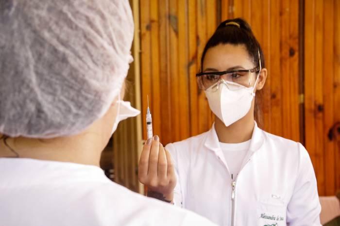 Profissionais da Saúde recebem 2ª dose da vacina na segunda e terça-feira