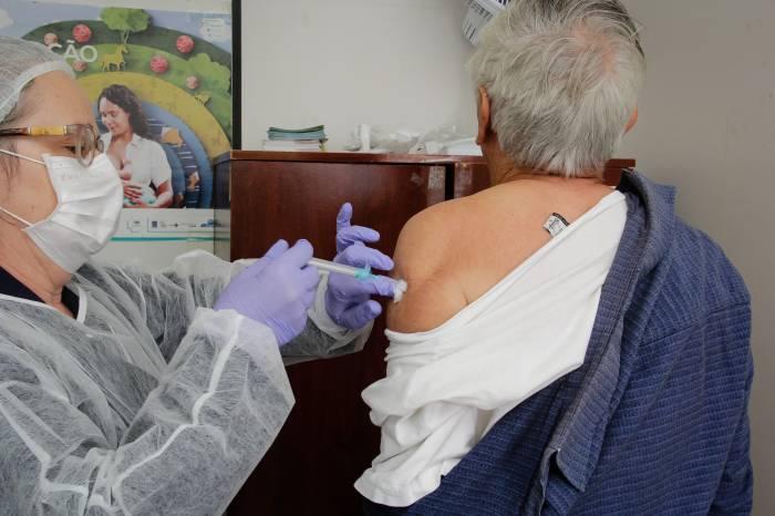 Campanha Contra a Influenza supera meta de vacinação de idosos