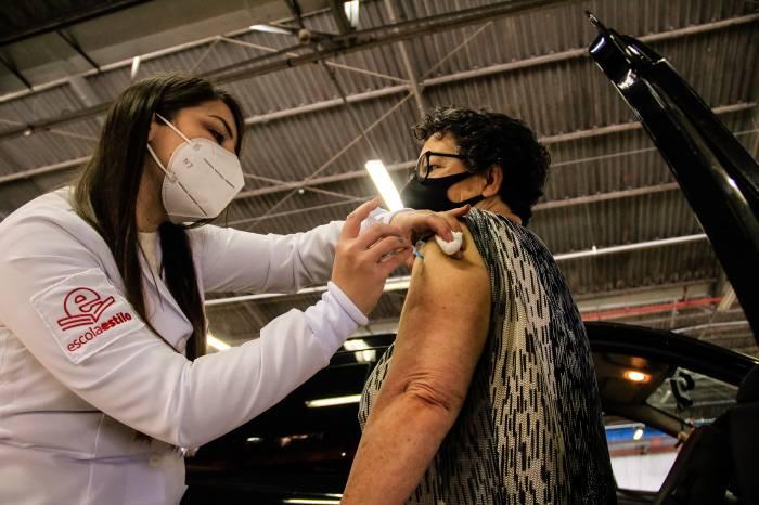 Pelotas lidera vacinação entre as maiores cidades do interior