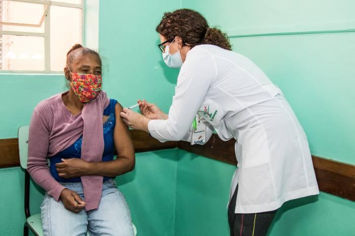 Vacinação: 2ª dose para 70 anos ou mais começa neste sábado