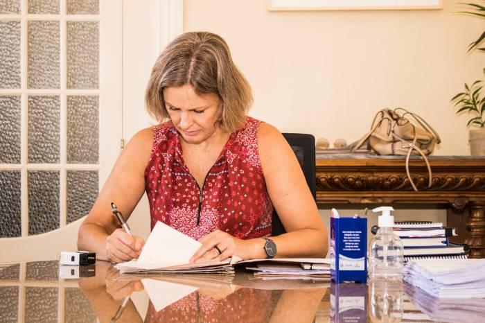 Prefeita sanciona projetos que fortalecem medidas contra a Covid-19