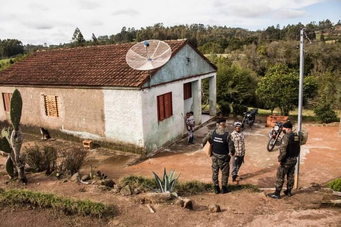 Guarda Municipal distribui máscaras para comunidade quilombola