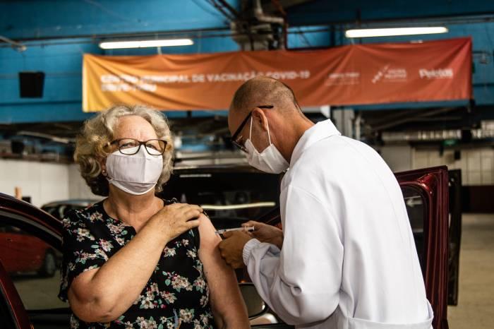 Pelotas é o município do interior que mais vacina contra Covid-19