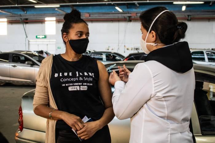 Drive-thru deste sábado imuniza mais de 1,8 mil pessoas