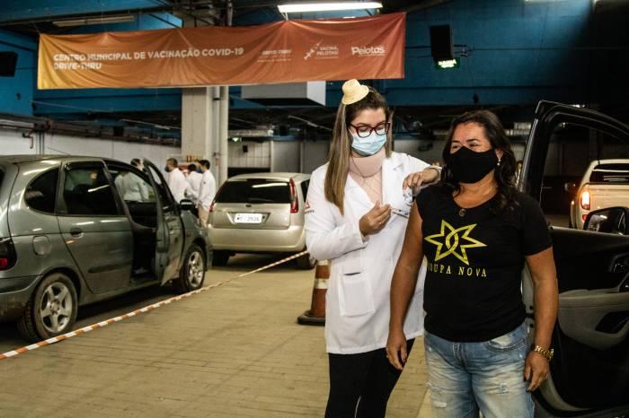 Prefeitura imuniza 1.457 pessoas neste sábado