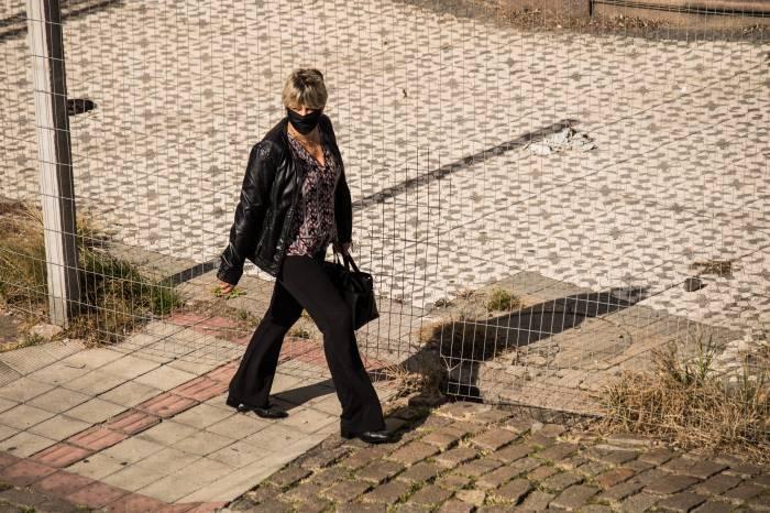 Lei da multa pelo não uso de máscara completa um ano