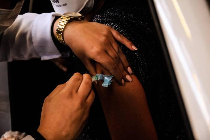 Prefeitura avança na vacinação dos grupos prioritários