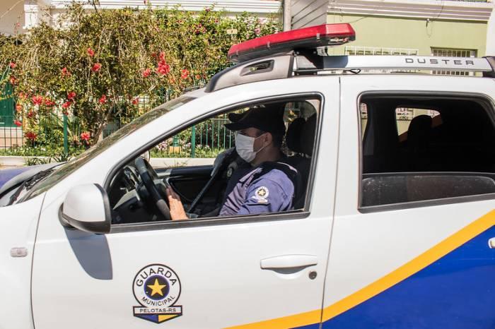 Forças de segurança atuam para evitar aglomerações em Pelotas