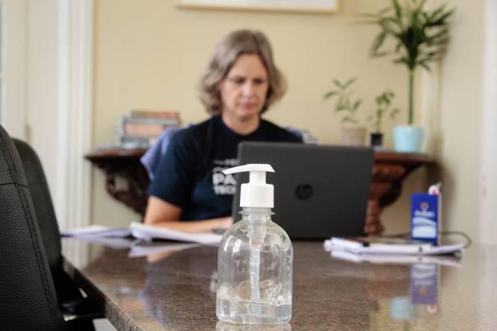 Prefeita Paula participa de videoconferência sobre otimização da estrutura de saúde