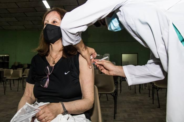 Prefeitura conclui imunização de 1.038 pessoas nesta segunda-feira