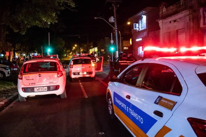 Forças de segurança e fiscalização percorrem bairros da cidade