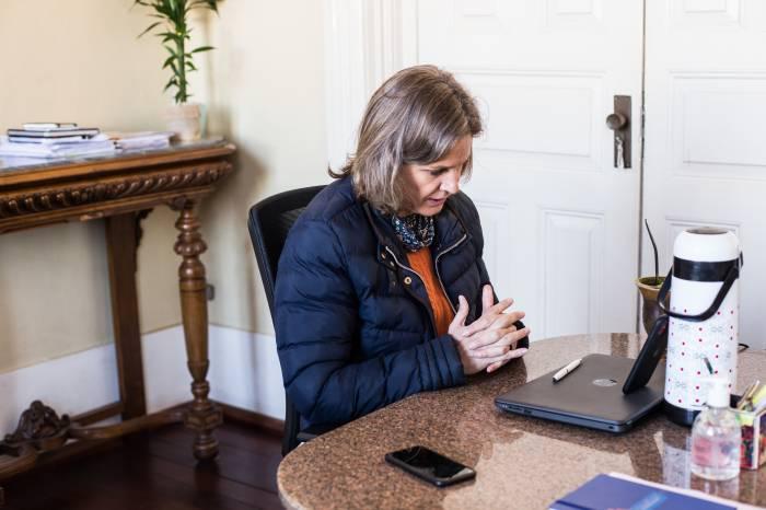 Paula relata novas determinações municipais no enfrentamento à Covid-19 em reunião da Azonasul
