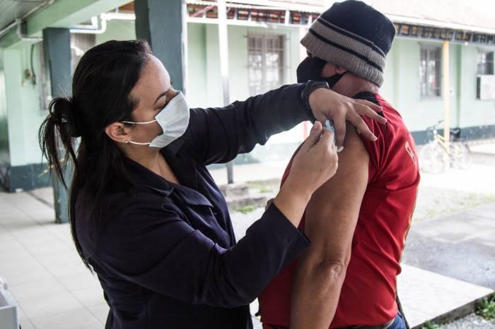 Prefeitura aplica mais 2 mil vacinas contra Covid-19 nesta terça-feira