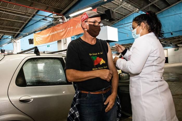 Imunização chega para mais 2.054 pelotenses de 52 e 53 anos