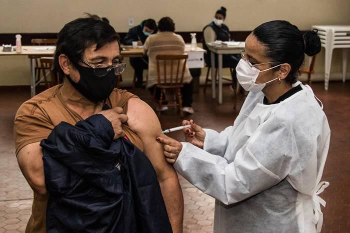 Vacinação contra a Covid-19 avança até o público com 32 anos