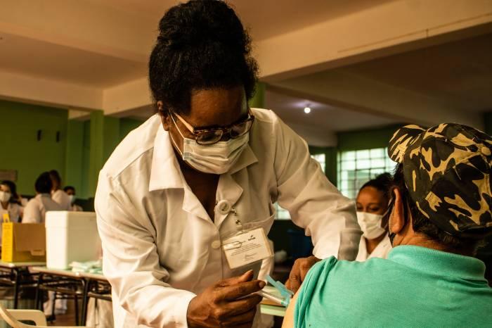 Pelotas imuniza mais de 4 mil idosos nesta semana